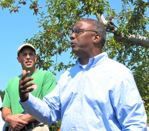 Massachusetts Commissioner of Agriculture Greg Watson recognizes Red Apple Farm (Russell Steven Powell photo)