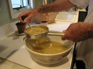 Applesauce-making (Bar Lois Weeks photo)