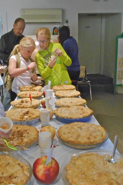 The apple pie evaluators took their job seriously at White Memorial Conservation Center, Litchfield, Connecticut. (Bar Lois Weeks photo)